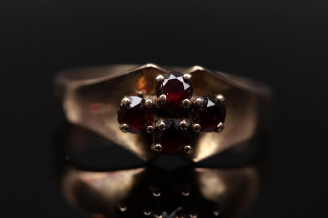 Schlichter Granat-Ring