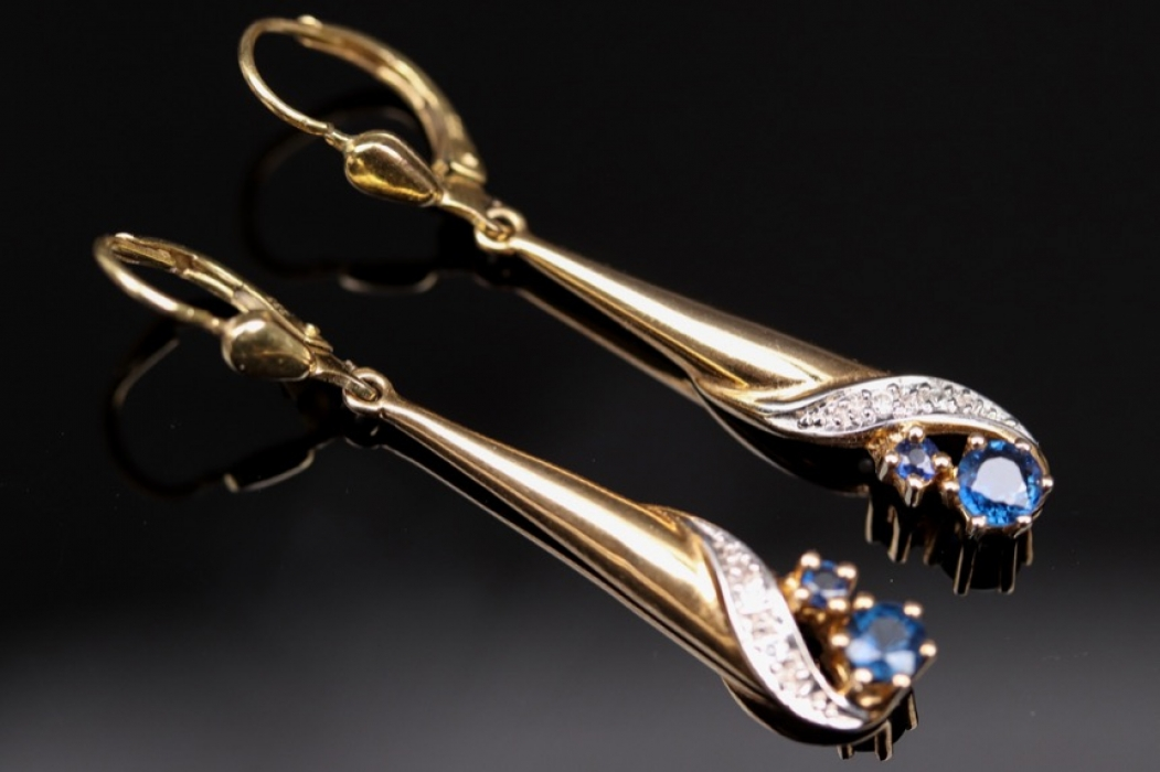 Golden earrings with sapphires