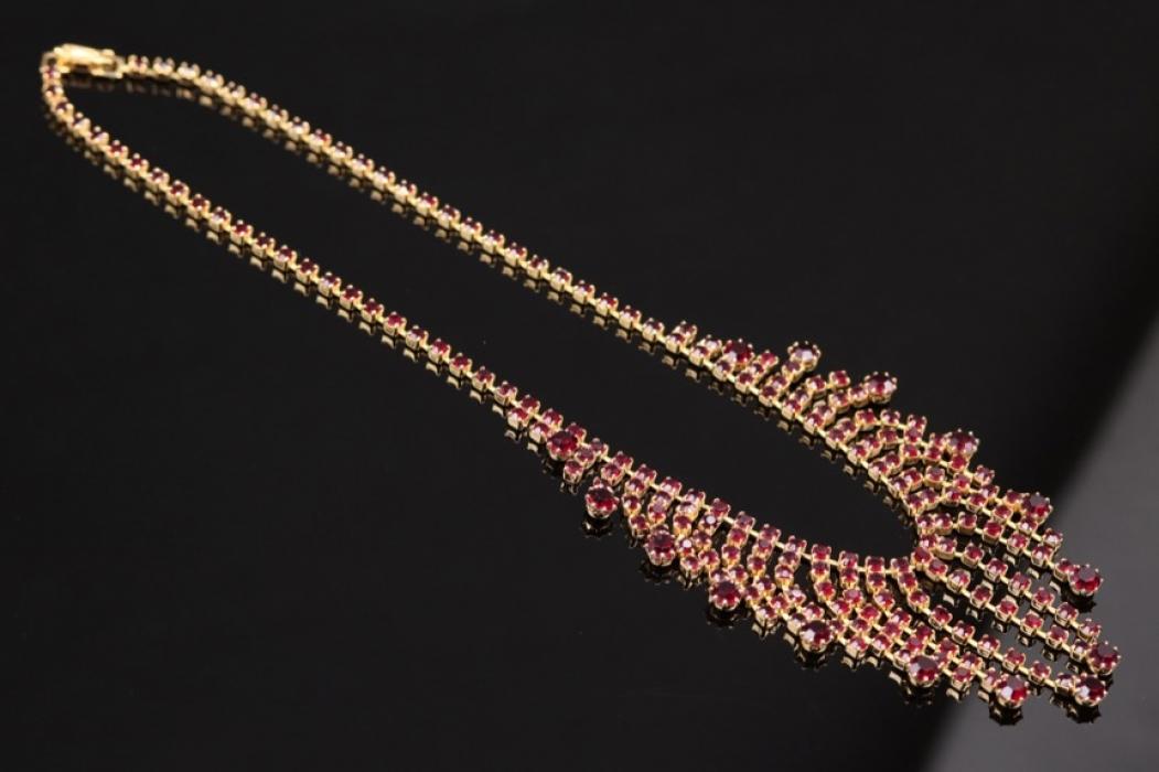 Red garnet collier