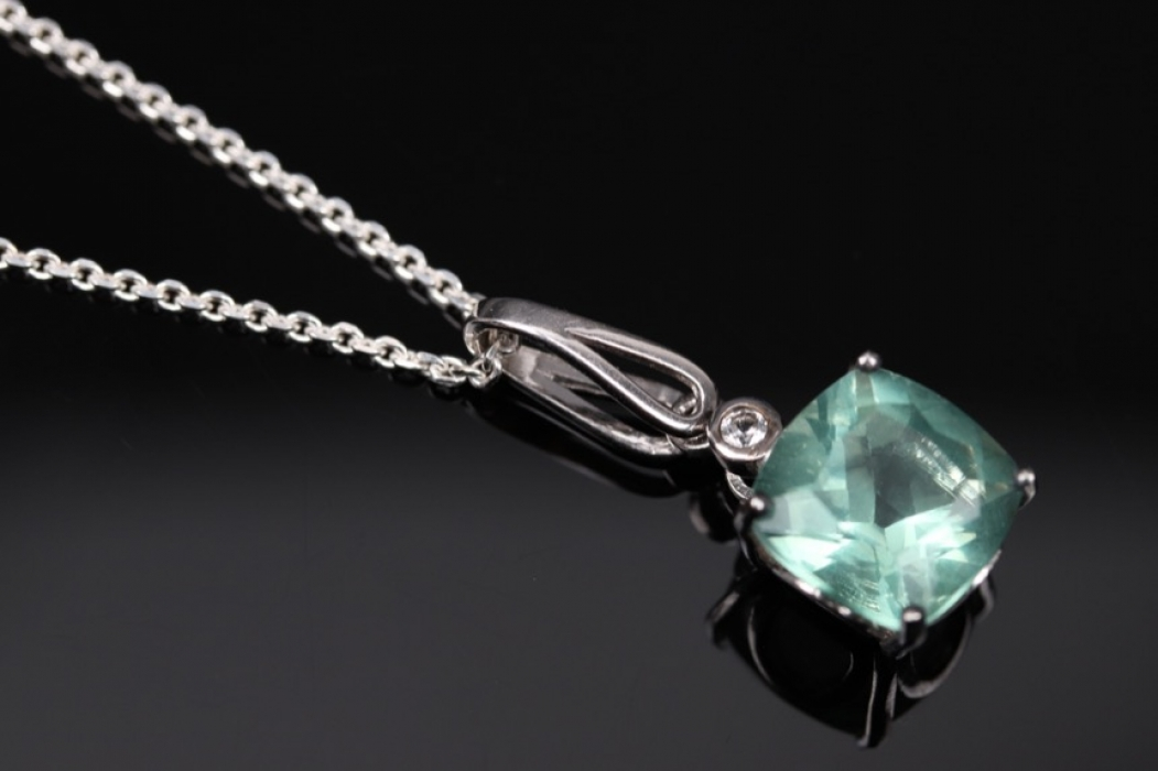 Silver necklace and pendant with green Fluorite