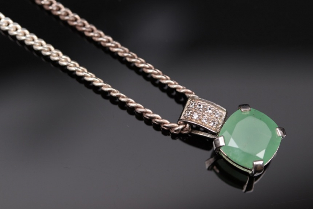 Silver necklace and pendant with green chalcedony