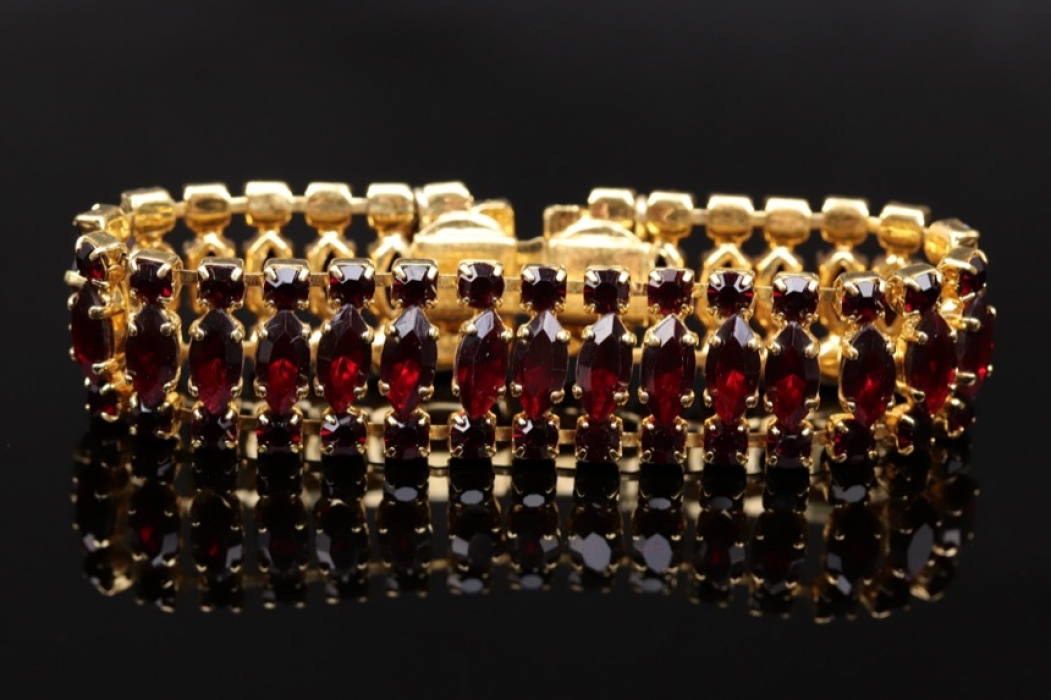 Bracelet with red Bohemian garnets