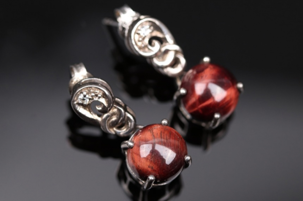 Silver earring with tiger's eye