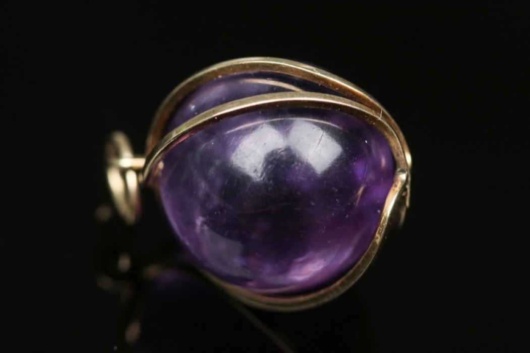 Golden necklace pendant with amethyst
