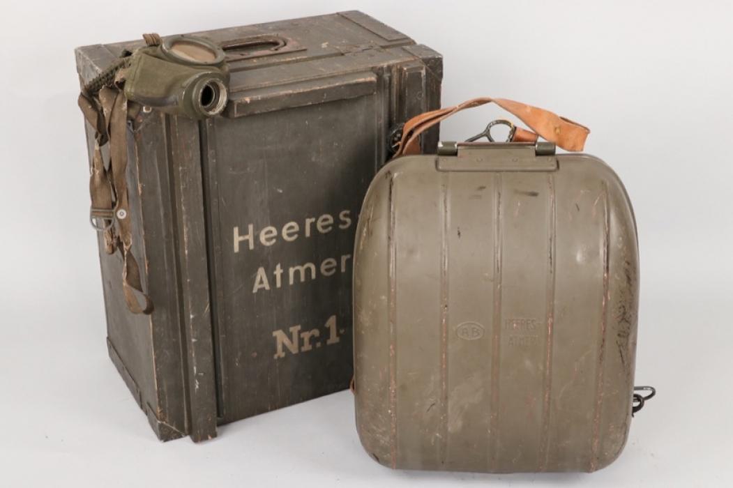 "Wehrmacht ""Heeres-Atmer Nr. 1"" oxygen breathing apparatus in case"