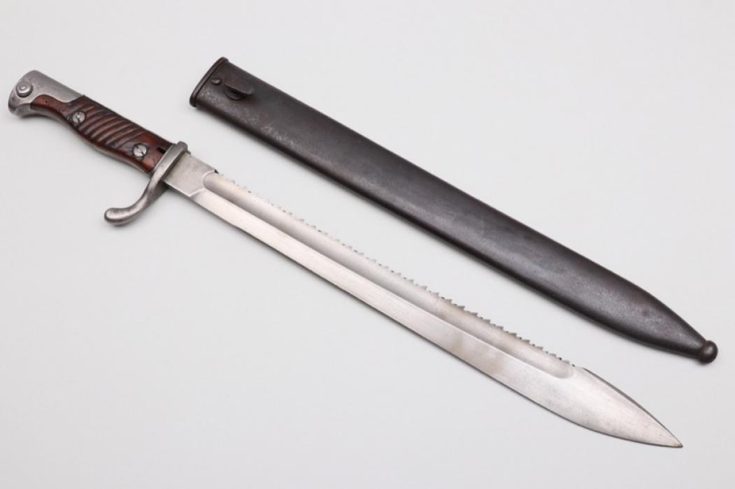WWI bayonet 98/05 with sawback blade - W 16