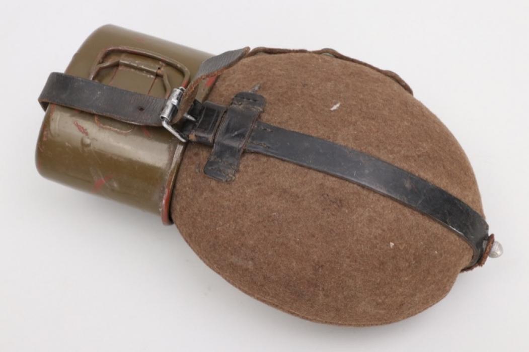 SS-Hscha. Lösch - Wehrmacht canteen + cup - HRE 38