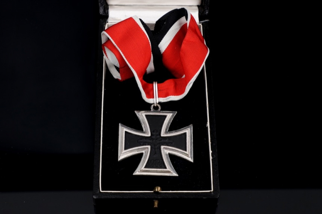1957 Knight's Cross in case with neck ribbon - Schickle