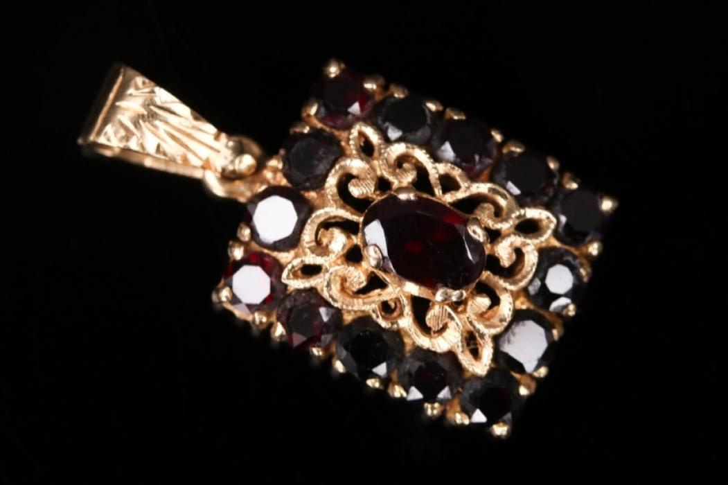 Vintage red garnet pendant