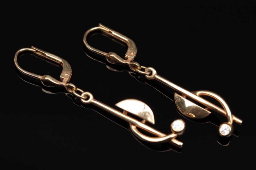 Geometrically shaped earrings