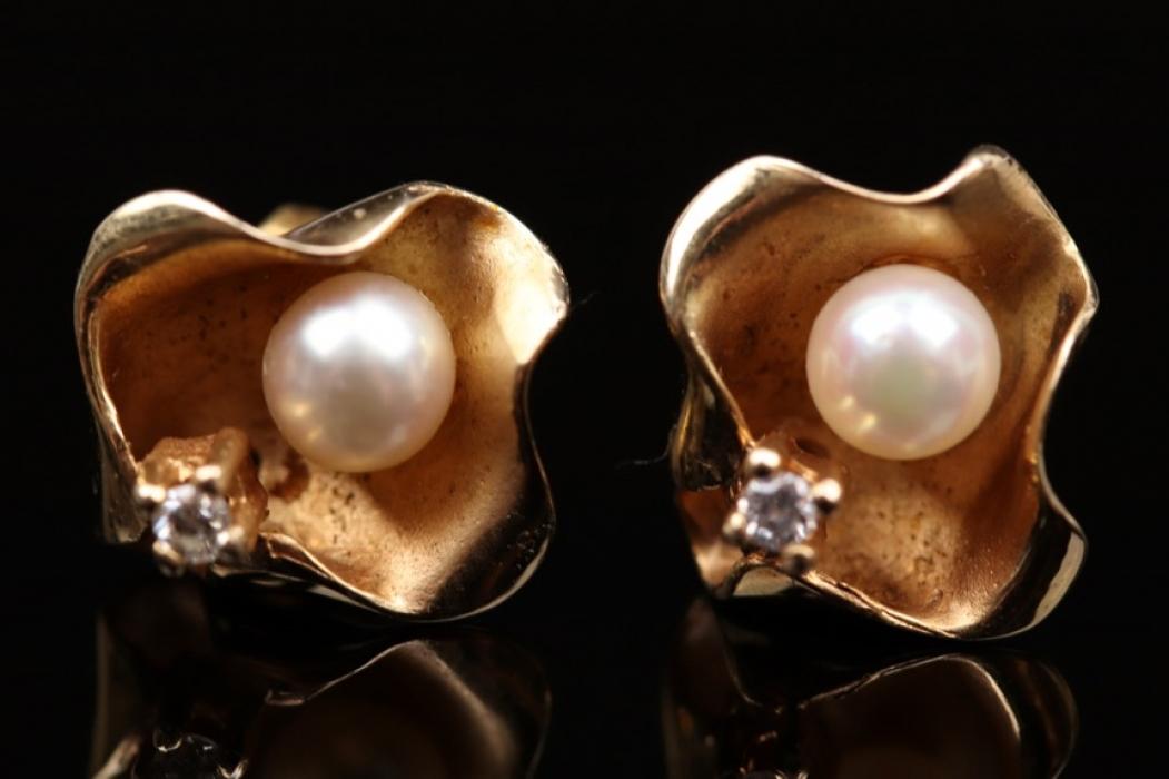 Floral ear studs with pearl and diamond