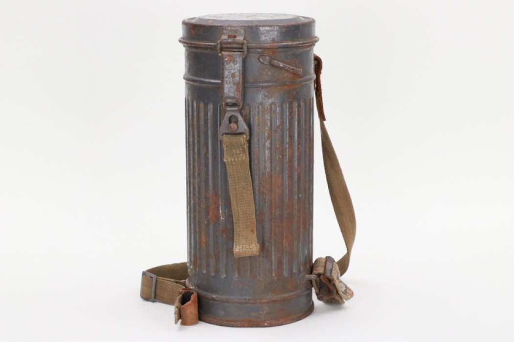Kriegsmarine gas mask in can