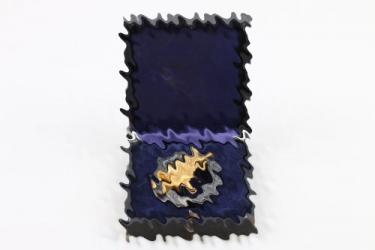 Paratrooper Badge in case (Deumer) - unit marked & named