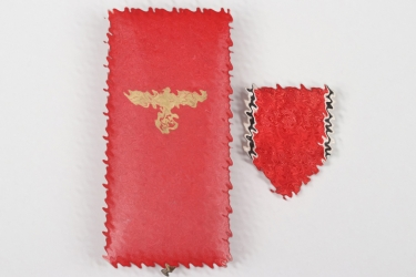 Case and ribbon for the Austria Medal