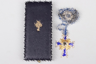 Mother's Cross in gold in case - Hans Gnad