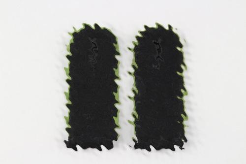 Waffen-SS green piped shoulder boards EM