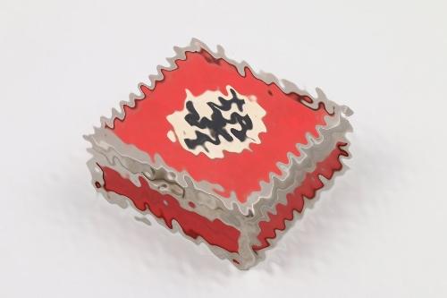 Third Reich swastika cigarett case