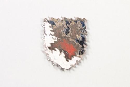 11.Inf.Div. enameled lapel pin