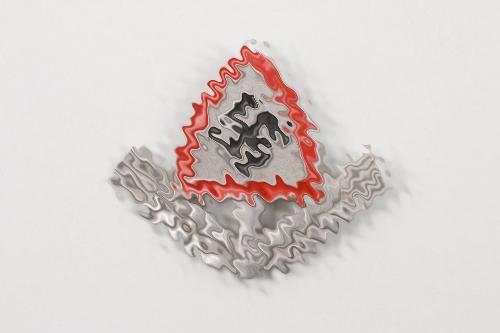 RAD cap badge - M.H.37