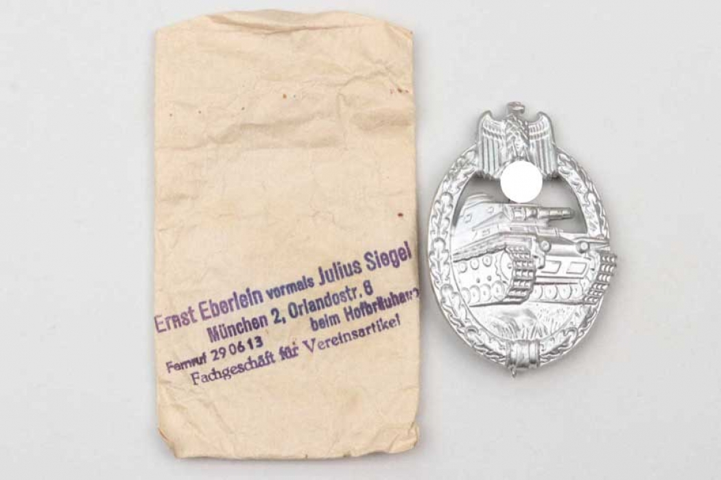 Tank Assault Badge in silver with bag - S&L