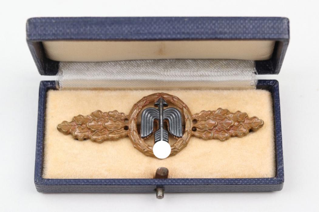 Squadron Clasp for Jäger in bronze in case